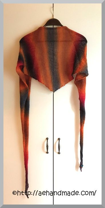 Sticka en sjal När ingen annan inspiration finns då passar det väl bra att sticka en enkel sjal. Det är roligt och då måste jag få göra sjalar. Så äre!