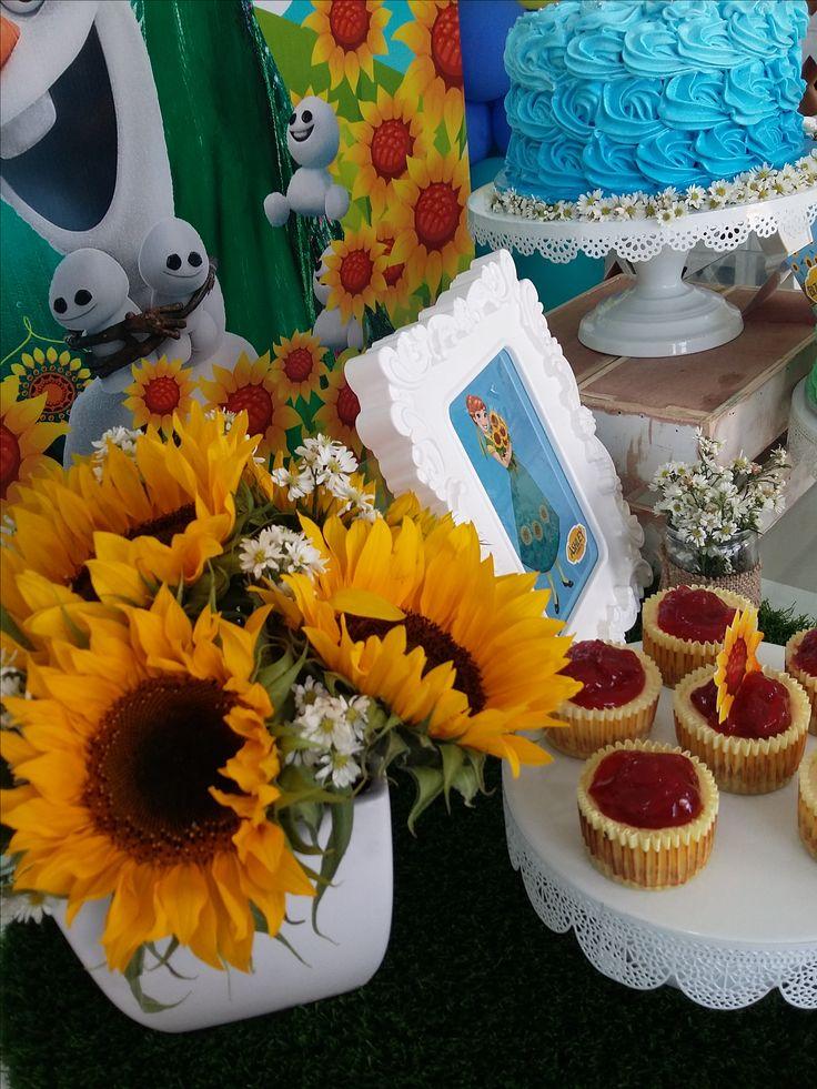 Detalles de girasoles para adornar nuestra mesa de dulces. Frozen Fever.