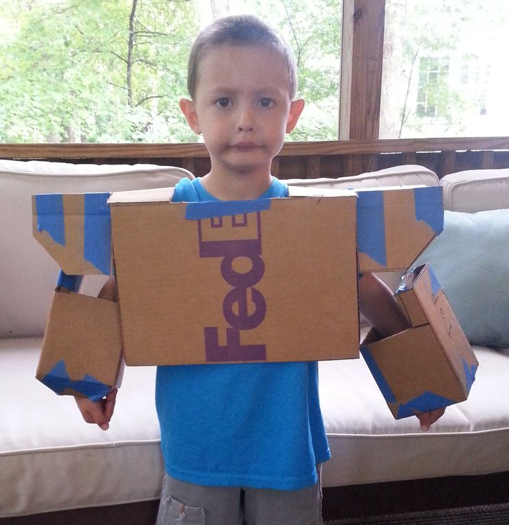 Make a Transformers' Soundwave Costume from Cardboard