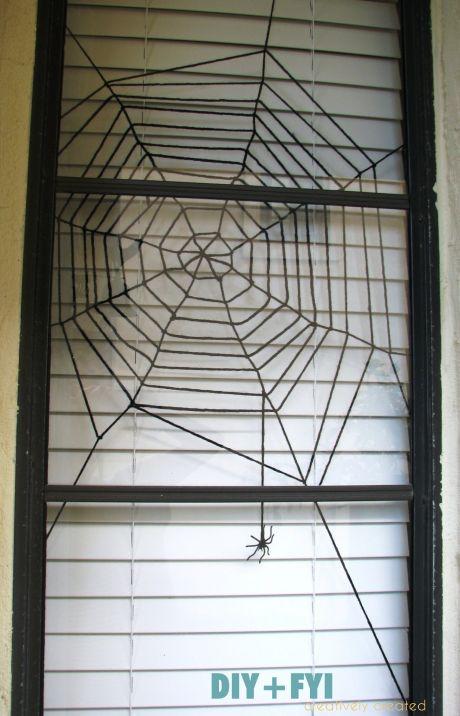 DIY - Yarn spiderweb (Source : http://diyandfyi.wordpress.com/2011/10/02/diy-halloween-spiderweb-window-decoration/)