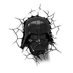 Diese Darth Vader 3D Lampe in toller Helm-Optik bringt die Dunkle Seite der Macht in jedes Schlafzimmer. Das Geschenk ist sowohl tagsüber als auch nachts ein echter Hingucker, mit einer Leuchtdauer…