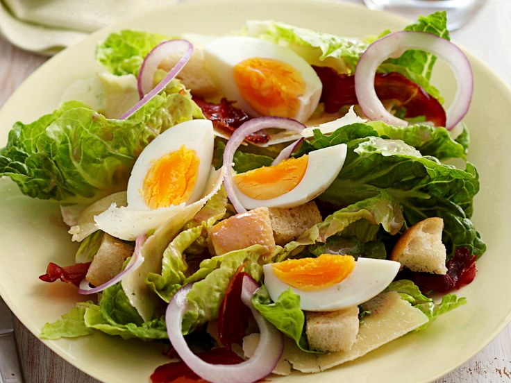 Crispy proscuitto, soft-boiled eggs, cos lettuce and crunchy croutons are tossed together in a creamy, homemade Ceasar dressing to create this delicious classic lunch dish.