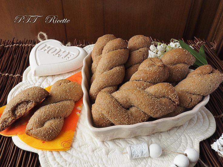 Biscotti alle castagne, fatti con farina di farro e farina di castagne. #biscotti #mandorle #zenzero #pasticceria #senzaburro #senzalatte #senzalattosio #ricetta #recipe #italianfood #italianrecipe #PTTRicette