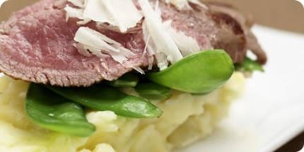 En wacht dacht u van dit heerlijke gerecht? Truffelaardappelpuree met lamsfilet.