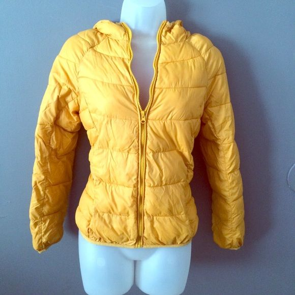 Mustard Puffer jacket Forever 21 puffer jacket size medium. Mustard yellow in color. Has hood and zippered pockets. Light weight and perfect for spring. No trades. No ️️. No Ⓜ️ercari. Forever 21 Jackets & Coats Puffers