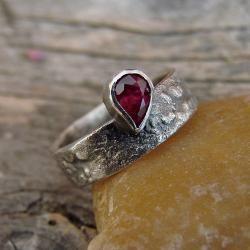rubin,pierścień,surowy,romantyczny,baśniowy - Pierścionki - Biżuteria
