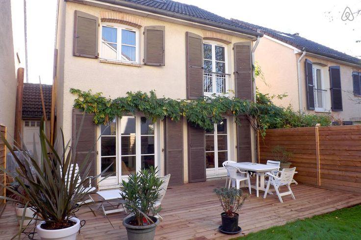 Jardin et terrasse aménagée.