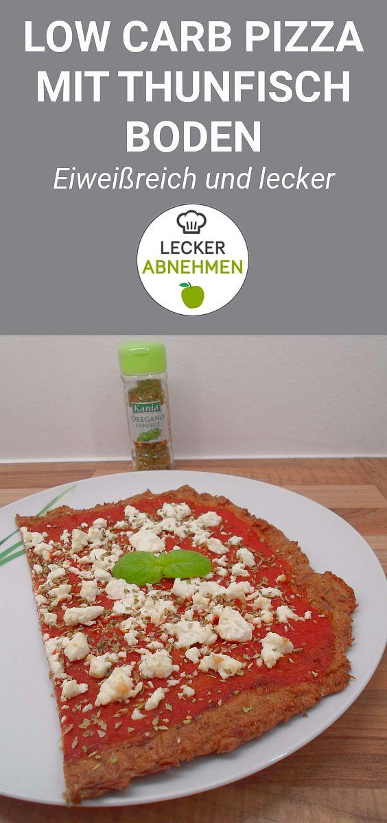Low Carb Pizza mit Thunfischboden - eiweißreich und lecker! Da die italienische Spezialität zum Abnehmen nicht wirklich geeignet ist, wird bei dieser Variante der Boden ganz einfach aus Thunfisch gemacht. Dadurch ist die Pizza kohlenhydratarm und kalorienarm zugleich.