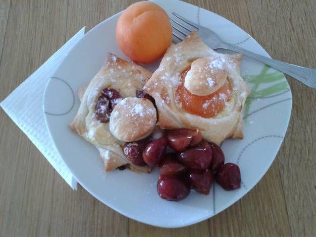 Kalapos, túrós-gyümölcsös, laktózmentes, leveles süti