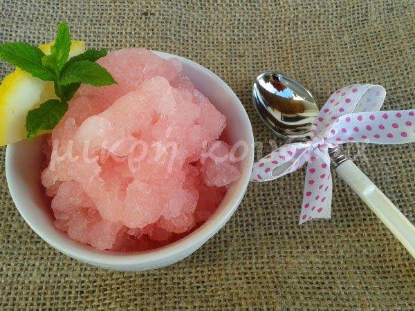 μικρή κουζίνα: Γρανίτα λεμόνι. Ναι, αλλά μια ροζ γρανίτα λεμόνι!