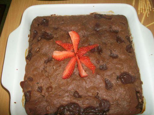 Brownie fondant chocolat bananes (note PAT : extra !! avec quelques noix en morceaux et mini morceaux 2 ou 3 petites bananes marinés dans un peu de rhum vieux, 100 gr de beurre suffisent - cuisson parfaite 150°C / 32 mn)