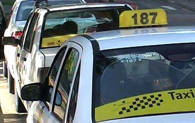 Carlos Paz premiará al taxista entrerriano que encontró 300 mil pesos y los devolvió (Foto: Cadena3) | Leé la nota completa en http://www.pilarenlaweb.com.ar/2012/07/carlos-paz-premiara-al-taxista.html