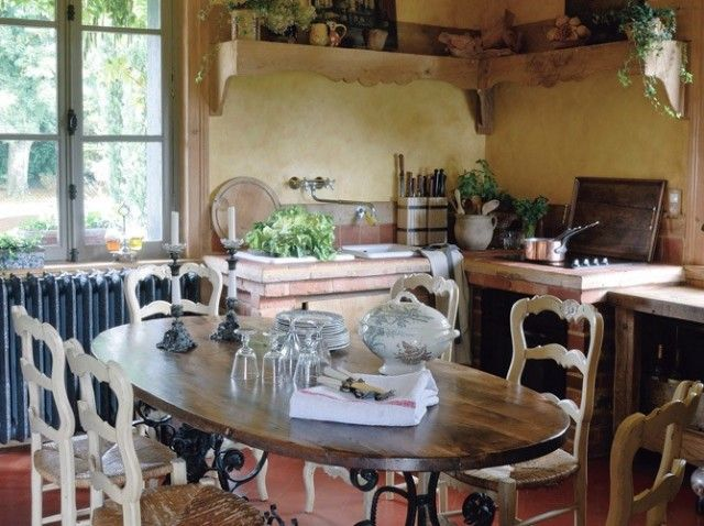Another great French kitchen...why do none of those on the French real estate sites look like this???