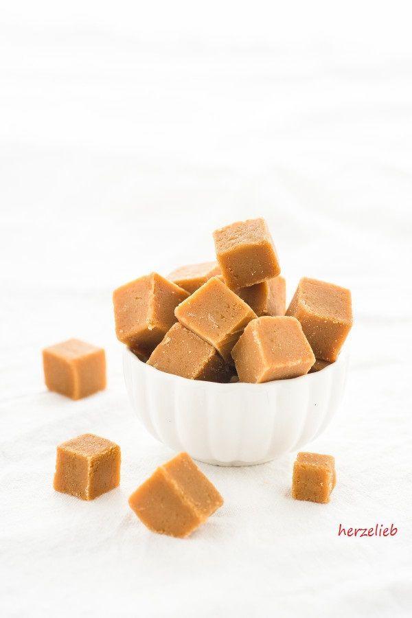 Selbstgemachte weiche Toffees, wie Muh-Bonbons nach diesem Rezept selber machen