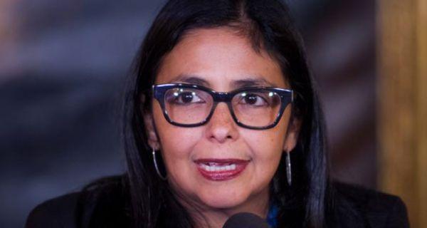 La canciller de Venezuela, Delcy Rodríguez, arremetió contra Hillary Clinton calificando las declaraciones a favor de la democracia venezolana realizadas p