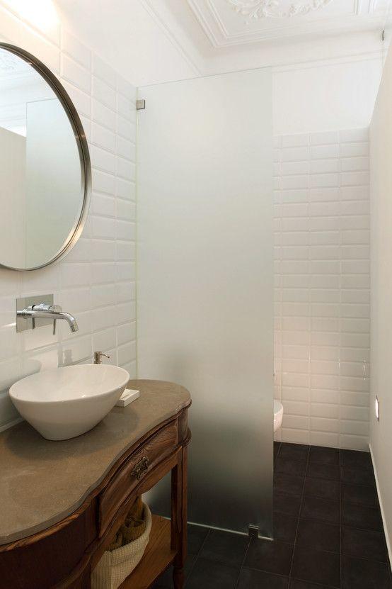 Apartamento Saldanha_Reabilitação Arquitectura + Design Interiores : Casas de banho modernas por Tiago Patricio Rodrigues, Arquitectura e Interiores