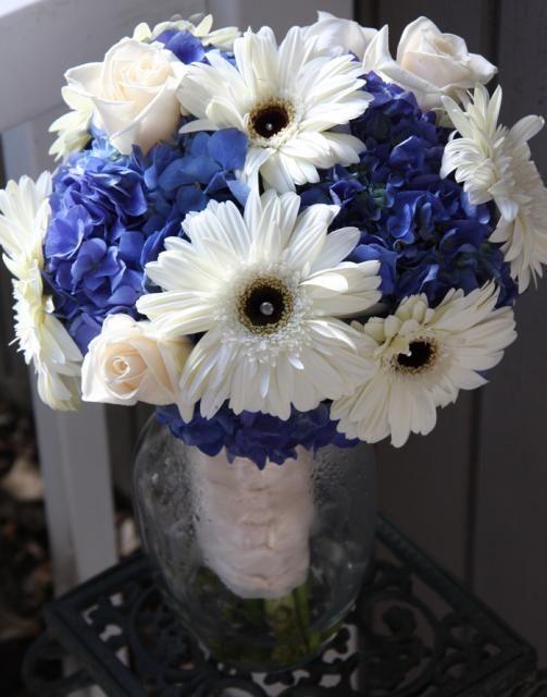 dark blue hydrangeas with white daisies and pink dresses?