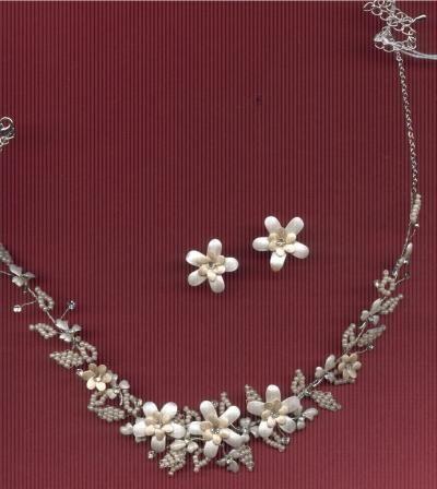 Bloemen gemaakt van Fimo klei.