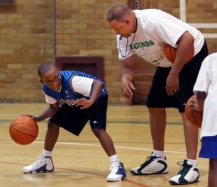 A basketball article that offers tips for how to run an effective basketball camp or practice session.