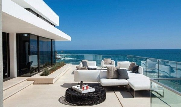 Glass railing for patio with Pacific views