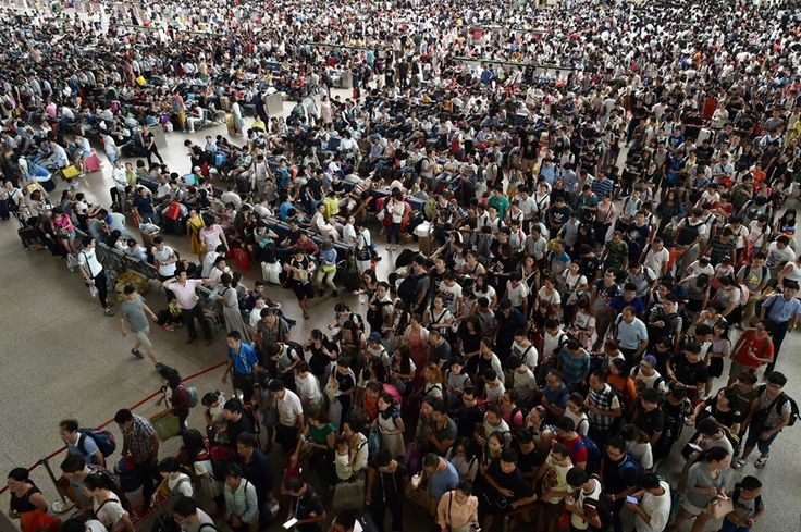 Passengers flood a railway station on the first day of the Chinese Mid-Autumn festival holiday in Wuhan, Hubei province.