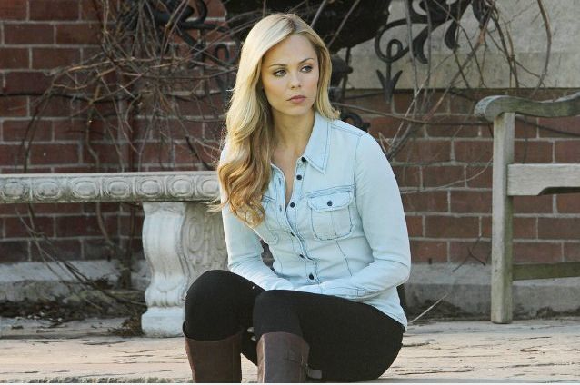 Laura Vandervoort Rocks These Outfits As Elena Michaels On Bitten