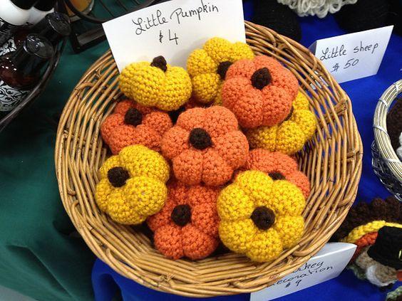 Ravelry: Little Pumpkin pattern by Kara Gunza - thanks so for sharing xox http://www.petalstopicots.com/2012/10/little-pumpkin-crochet-pattern/