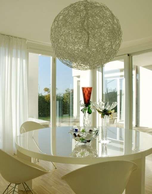 Arredamento e decorazione della sala da pranzo sala da pranzo con lampadario di design with - Tende per sala da pranzo classica ...