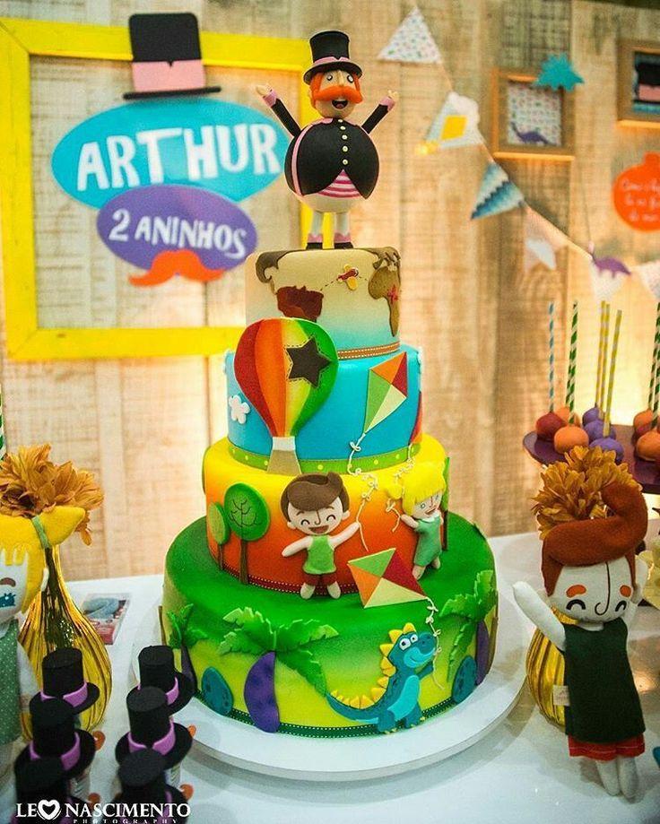 Bita! Ele sempre surpreendendo!! Foto linda por @leonascimentophoto e decor por @nandadecora. Amei fazer esse bolo! #mundobita #festabita #bolobita #bita