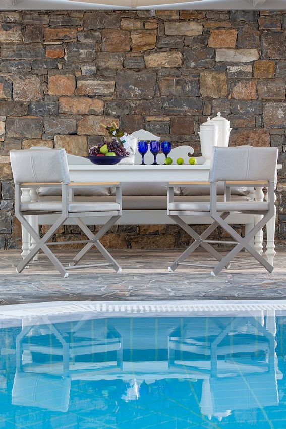 Gathering with friends or family by the pool of your private villa at #EloundaGulfVillas in #Crete. Perfect!