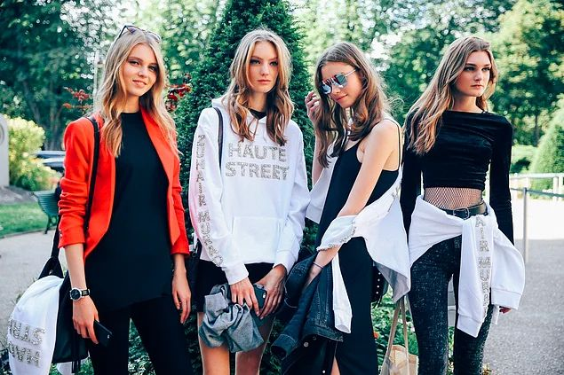 Paris Moda Haftası'ndan En Dikkat Çekici 40 Sokak Modası Fotoğrafı