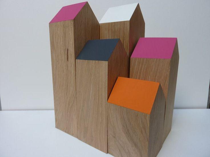 eiken houten huisjes met gekleurd dak