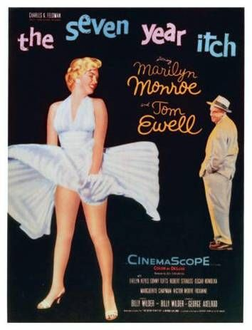 Como miles de neoyorkinos, Richard Sherman (Tom Ewell) se ha quedado trabajando en agosto mientras su mujer e hijos disfrutan de unas gratas vacaciones en la playa. Siguiendo las recomendaciones de su esposa, está dispuesto a dejar de fumar, de beber, a acostarse pronto y sobre todo a no echar una cana al aire. Pero la tentación aparece cuando conoce a una despampanente vecina (Marilyn Monroe), tan sexy como ingenua.