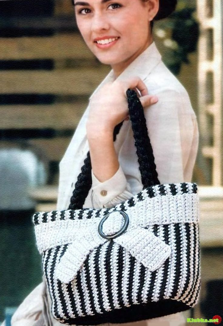Crochet black and white bag.  http://sussle.org/c/Crochet/1382331540.84