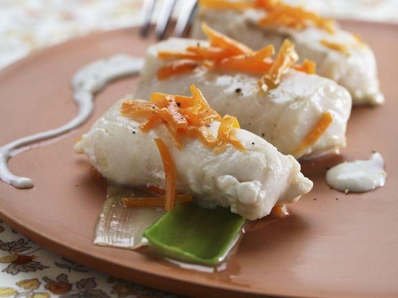 Seehecht im Gemüsesud (Nasello con salsa delicata) ist ein Rezept mit frischen Zutaten aus der Kategorie Meerwasserfisch. Probieren Sie dieses und weitere Rezepte von EAT SMARTER!