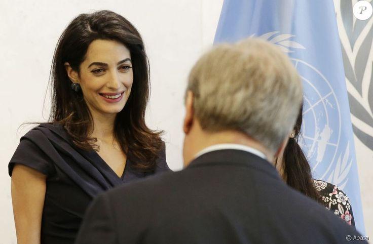 Amal Clooney et sa cliente Nadia Murad Basee Taha rencontrent le secrétaire général des Nations Unies Antonio Guterres au siège de l'ONU. New York, le 10 mars 2017.