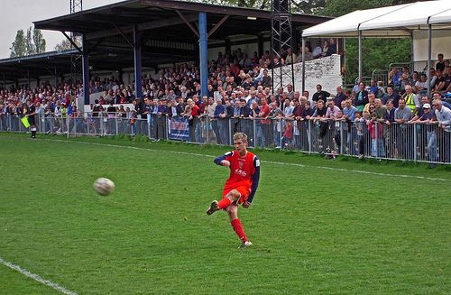 Hampton & Richmond Borough FC: Beveree Stadium