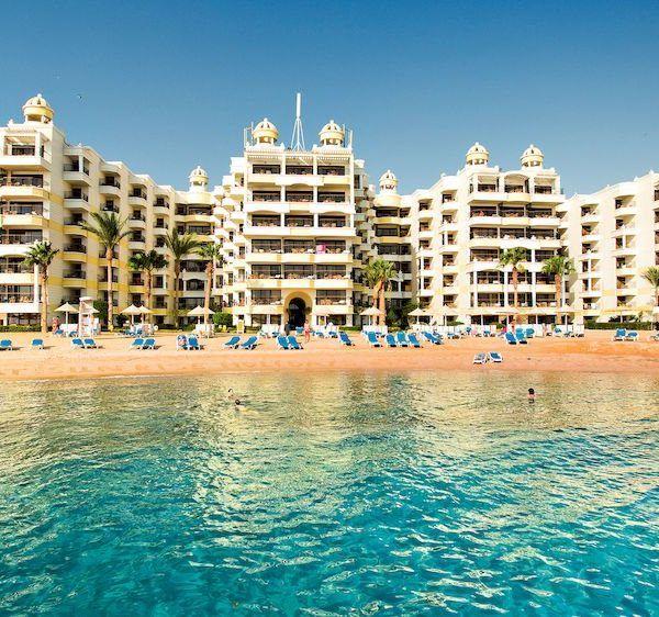 Отель Sunrise Holidays Resort находится в 500 метрах от центра города. До аэропорта Хургады 20 минут езды на автомобиле. На территории отеля Sunrise Holidays Resort имеется частный пляж с лагуной и островом, дайвинг-центр, оздоровительный клуб и открытый бассейн с видом на Красное море.  В отеле работают 2 ресторана, работающие по системе «шведский стол», и ресторан с обслуживанием по меню. http://www.bontravel.com.ua/tours/hotel-sunrise-holidays-resort-egipet/  #travel #акция
