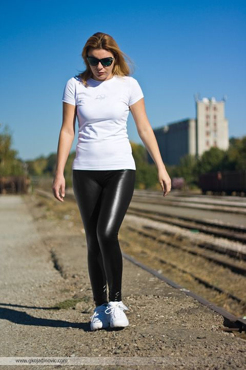 Liquid leggings and sneakers #wetlook #Caliope | The Future is Bright | Pinterest | Shiny ...