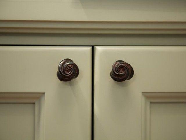 #PascalDelmotte #interiordesign #home #design #decorating #residentialdesign #homedecor #colors #decor #designidea #drawer #knobs
