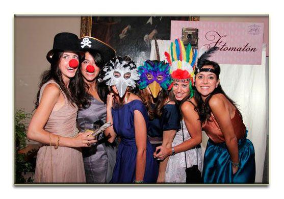 http://www.ideasparatuboda.es/diversion-fotos-recuerdos-mifotomaton-es/  Alquiler de fotomatón para bodas, un recuerdo precioso para tu boda. Vídeos y fotos ilimitadas, albúm de firmas, atrezzo y más