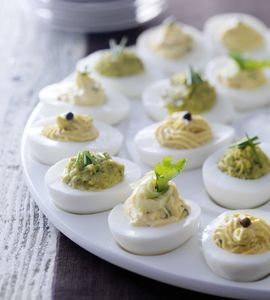 Gevulde eieren (varianten: mosterd / ansjovis / kruiden / pesto / kerrie) (@ Ariadne at Home)