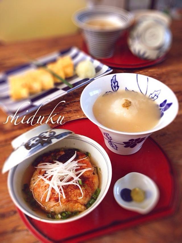 土曜日のお昼ご飯♬ 「鮭ご飯の焼きおにぎり茶漬け」 「牡蠣と新玉ねぎの蕪蒸し風餡掛け」 「出し巻き卵」