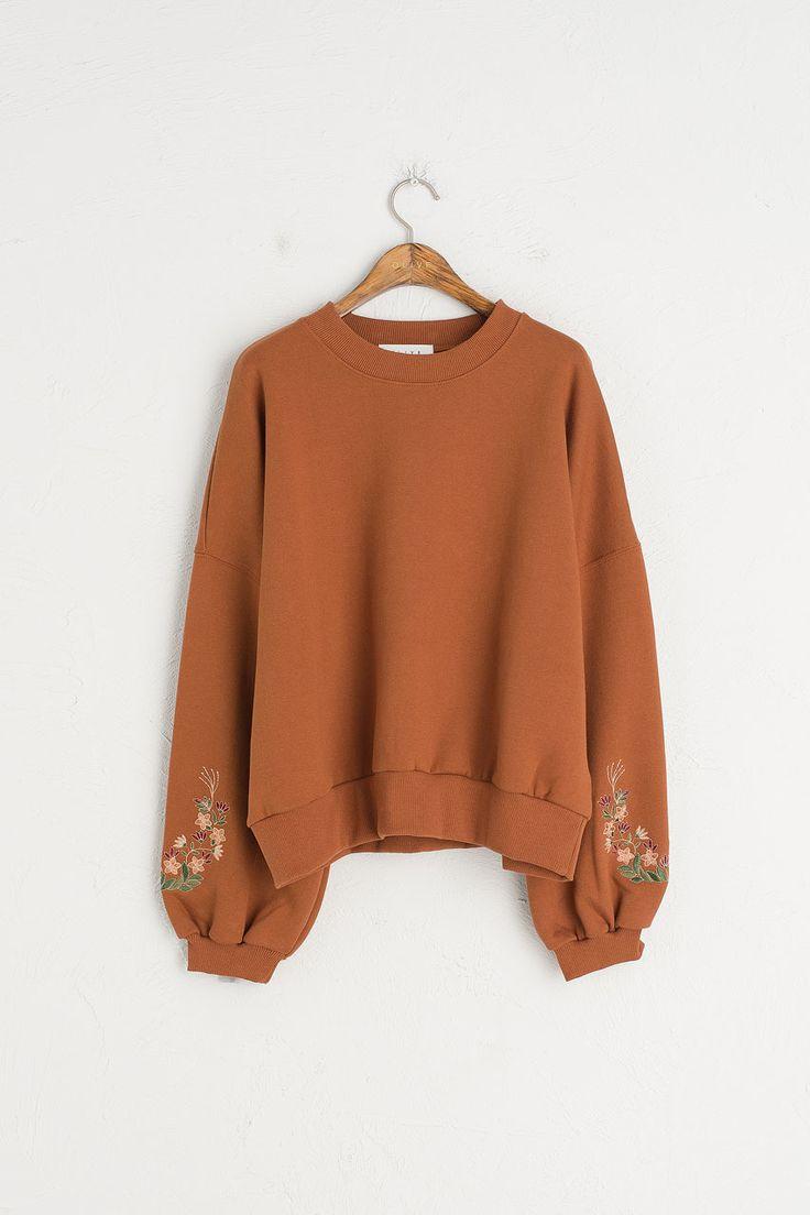 Flower Stitch Sleeve Sweatshirt, Camel