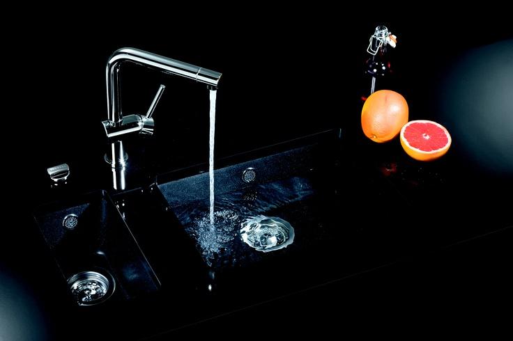 Un fregadero negro se convertirá sin duda en el centro de tu cocina. La marca SCHOCK los tiene espectaculares