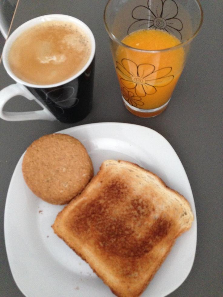 En tu Línea. Weight Watchers. Desayuno. 9 puntos con mantequilla y mermelada.