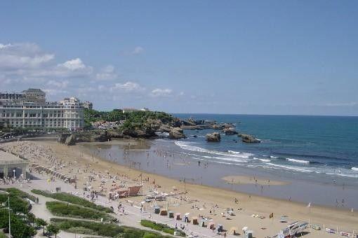Location vacances appartement Biarritz: La vue du balcon : vue imprenable sur la plage et la mer
