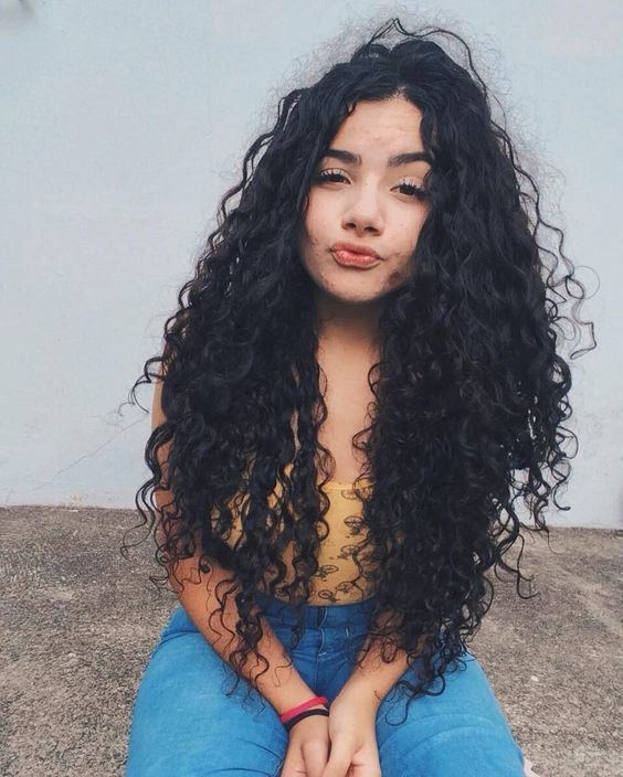 48 Feminine Curly Long Hairstyle Ideas for Young Ladies –