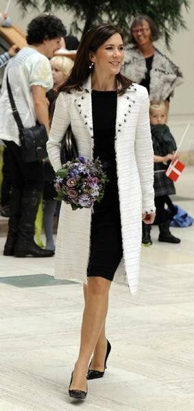 Crown Princess Mary              http://mediacdn.disqus.com/uploads/mediaembed/images/207/6103/original.jpg