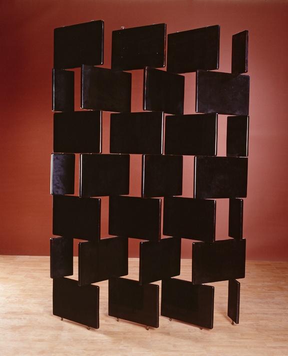 Eileen Gray - Paravent en briques, 1919-1922, bois laqué noir © Vallois-Paris-Arnaud Carpentier